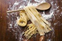 Pastas caseras frescas crudas - foto de stock