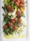 Pomodori di ciliegia arrostiti con sedano — Foto stock
