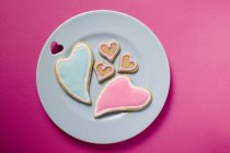 Iced and heart-shaped biscuits — Stock Photo