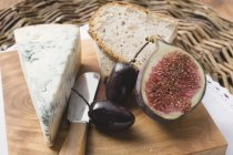 Blue cheese with fig and olives — Stock Photo