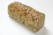 Pane integrale con semi di girasole — Foto stock
