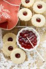 Linzer biscuits with jam — Stock Photo