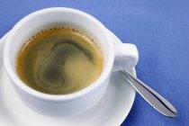Cremiger Espresso in Tasse — Stockfoto
