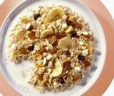 Muesli di banana con frutta secca — Foto stock