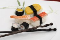 Асорті Маки і нігірі-суші — стокове фото