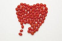 Tomates ciruela en forma de corazón - foto de stock