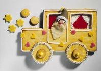 Biscotto a forma di Babbo Natale in macchina — Foto stock