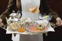 Cropped view of chambermaid serving luxury breakfast tray — Stock Photo