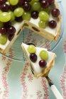 Joghurt-Torte mit Trauben — Stockfoto