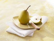 Whole and halved pears — Stock Photo