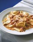 Pasta con sugo di pomodoro e mascarpone — Foto stock