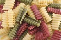 Vista del primo piano di pasta colorata di Riccioli Riccioli — Foto stock