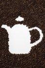Granos de café en forma de olla - foto de stock