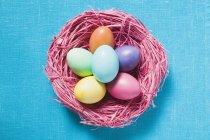 Huevos de Pascua coloreados - foto de stock