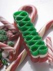 Bastões de doces no fundo branco — Fotografia de Stock