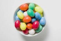 Цветные сахара яйца — стоковое фото