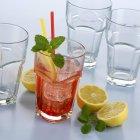 Campari Soda con hielo - foto de stock