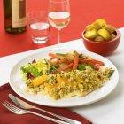 Filetto di pesce al forno con fettine di arancia — Foto stock