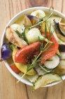 Жареные овощи с розмарином — стоковое фото