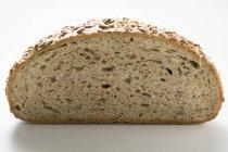 Mezza pagnotta di pane girasole — Foto stock