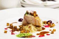 Filetto di pesce gatto con cubetti di patate al forno — Foto stock
