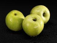 Tre mele di granny smith — Foto stock