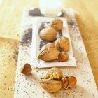 Avelãs, nozes e sementes — Fotografia de Stock