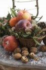 Decorazione rustica di Natale con le mele — Foto stock