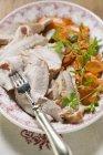 Petto di tacchino con carote — Foto stock
