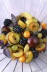 Obstsalat auf dem Teller — Stockfoto
