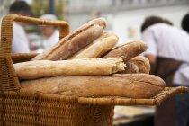 Panier de pain artisanal — Photo de stock