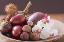 Surtido de frutas exóticas - foto de stock