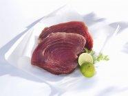 Filetes de atún frescos - foto de stock