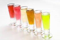 Очки, ассорти из ароматизированных водок — стоковое фото
