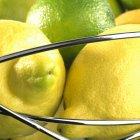 Свежие лимоны и лаймы — стоковое фото