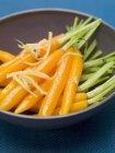 Zanahorias frescas glaseadas - foto de stock