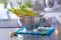Frische Möhren und Bohnen — Stockfoto