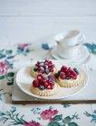 Berry tartlets with vanilla cream — Stock Photo