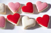 Iced heart-shaped biscuits — Stock Photo