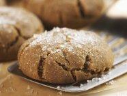 Печенье из патоки, посыпанное сахаром — стоковое фото