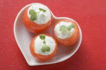 Tomatoes with soft cheese — Stock Photo