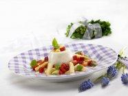 Panna cotta con asparagi bianchi — Foto stock