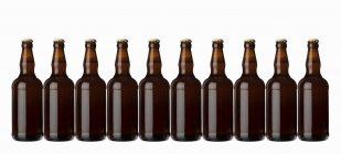 Garrafas marrons com cerveja — Fotografia de Stock