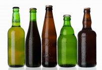 Verschiedene Arten von Bier in Flaschen — Stockfoto