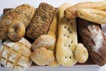 Различные виды хлеба — стоковое фото
