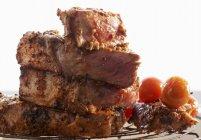 Bistecca di manzo con pomodorini — Foto stock