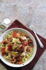 Pasta degli spaghetti con eglefino — Foto stock