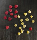 Красная и желтая малина — стоковое фото