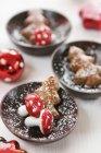 Árboles de Navidad de pan de jengibre mini - foto de stock