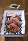 Fette di arrosto di manzo con verdure — Foto stock